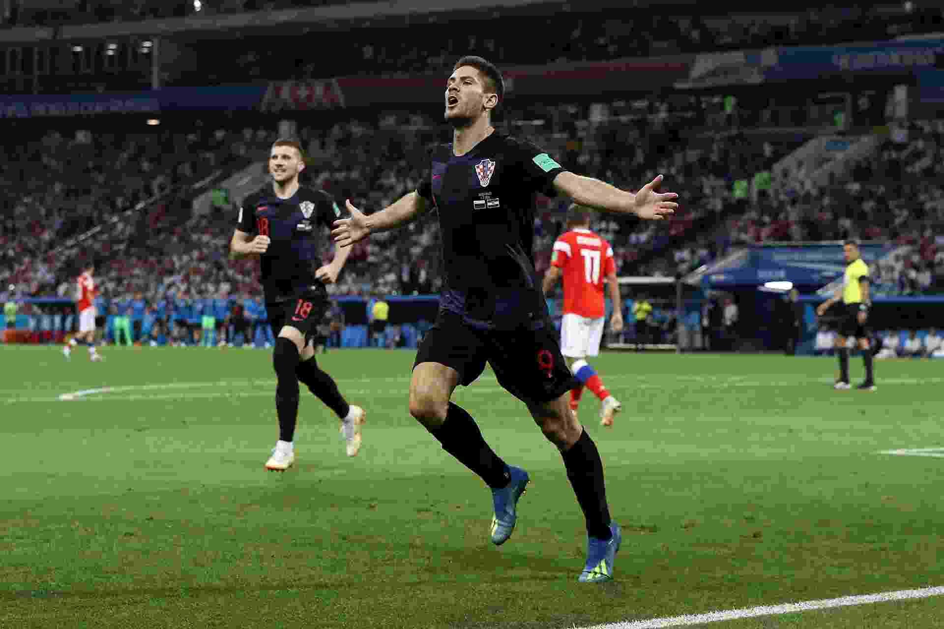 Andrej Kramaric comemora ao marcar gol e empatar o jogo entre Croácia e Rússia - Kevin C. Cox/Getty Images