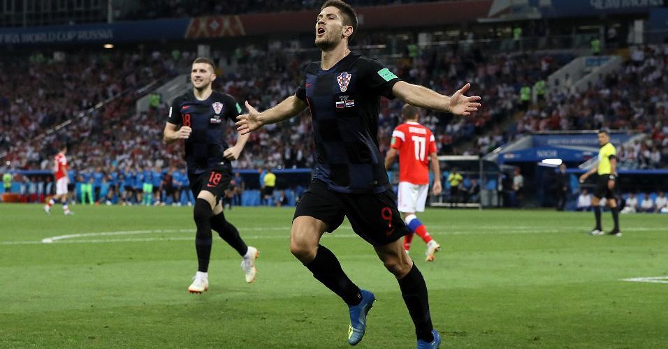 Andrej Kramaric comemora ao marcar gol e empatar o jogo entre Croácia e Rússia