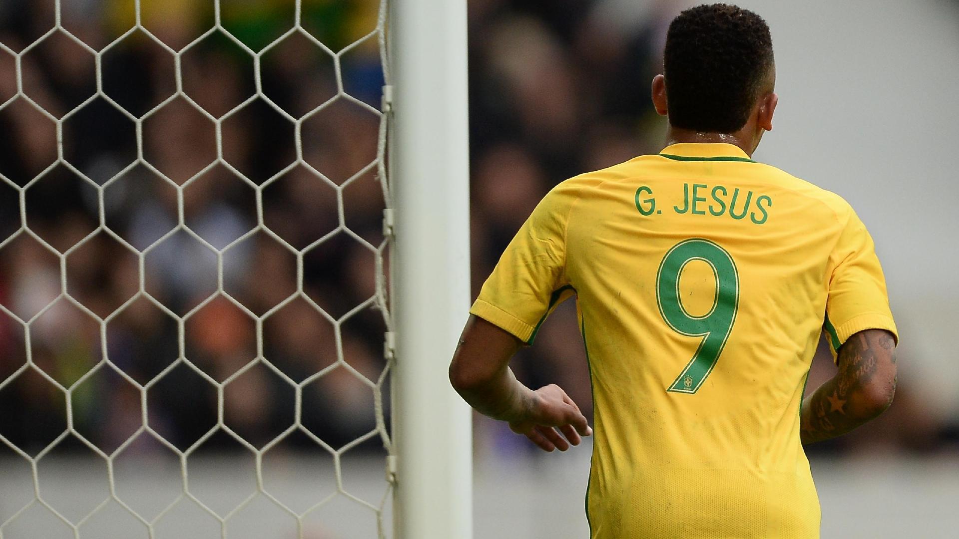 Gabriel Jesus comemora seu oitavo gol com a camisa da seleção brasileira