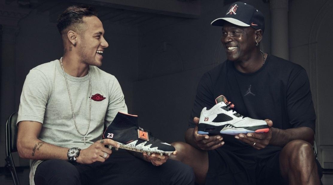 Neymar e Michael Jordan participam de lançamento de chuteira inspirada no  tênis do astro do basquete 2f0b1d4699147