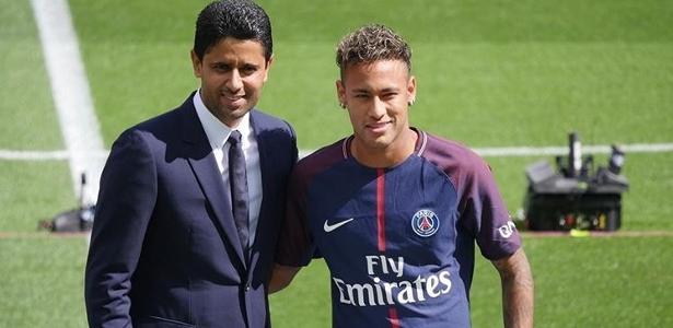 Nasser Al-Khelaifi na apresentação de Neymar: PSG e Barcelona costumam travar batalhas nas últimas janelas de transferência da Europa   - Reprodução