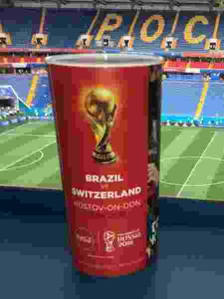 Copo personalizado da estreia do Brasil na Copa - UOL Esporte