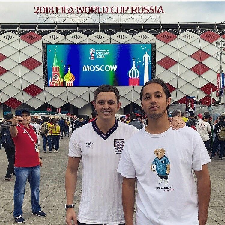 George, filho de Gary Lineker, usa a camisa que o pai vestiu na Copa de 1986