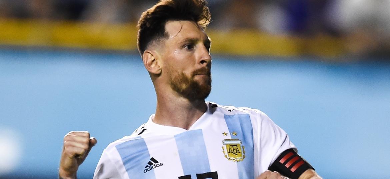 Messi comemora gol da Argentina sobre o Haiti; foram três em La Bombonera - Marcelo Endelli/Getty Images