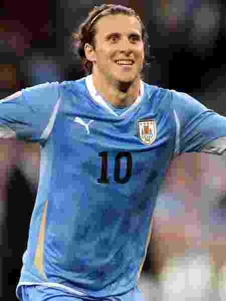 Diego Forlán, do Uruguai, comemora gol na disputa do terceiro lugar da Copa do Mundo de 2010, contra a Alemanha - Joern Pollex/Getty Images