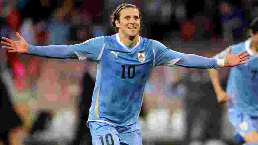 Diego Forlán, do Uruguai, comemora gol na disputa do terceiro lugar da Copa do Mundo de 2010, contra a Alemanha - Joern Pollex/Getty Images