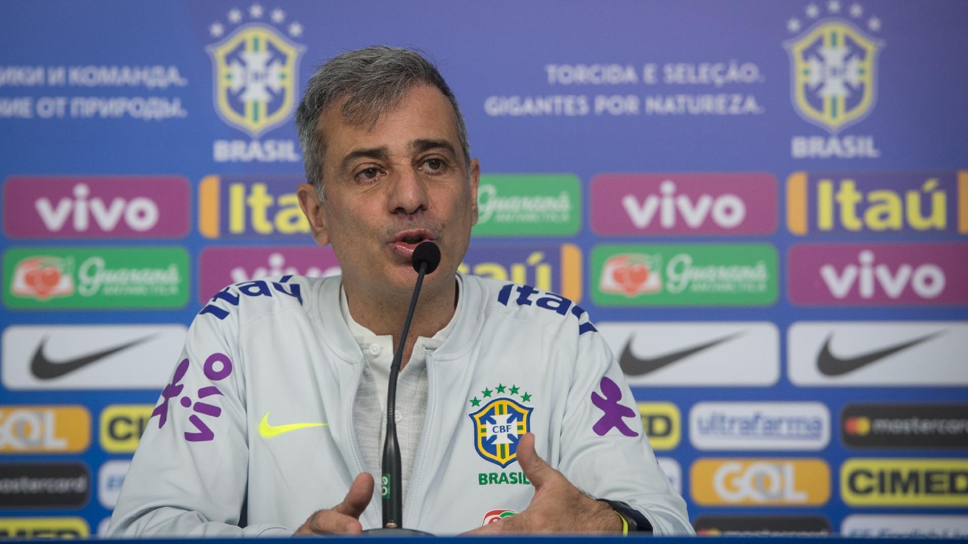 Fábio Mahseredjian, preparador físico da seleção brasileira, concede entrevista coletiva na Granja Comary