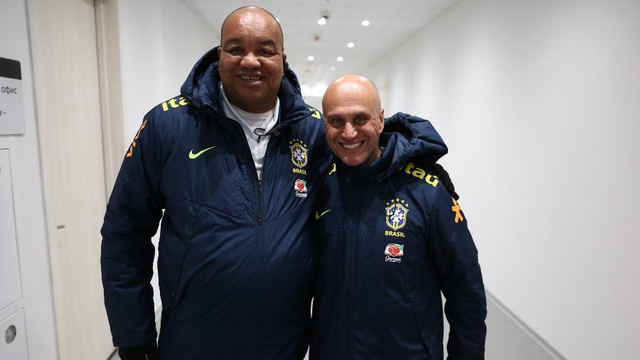 Fernandão (à esquerda) e Marquinhos, segurança e massagista da seleção brasileira - Lucas Figueiredo / CBF