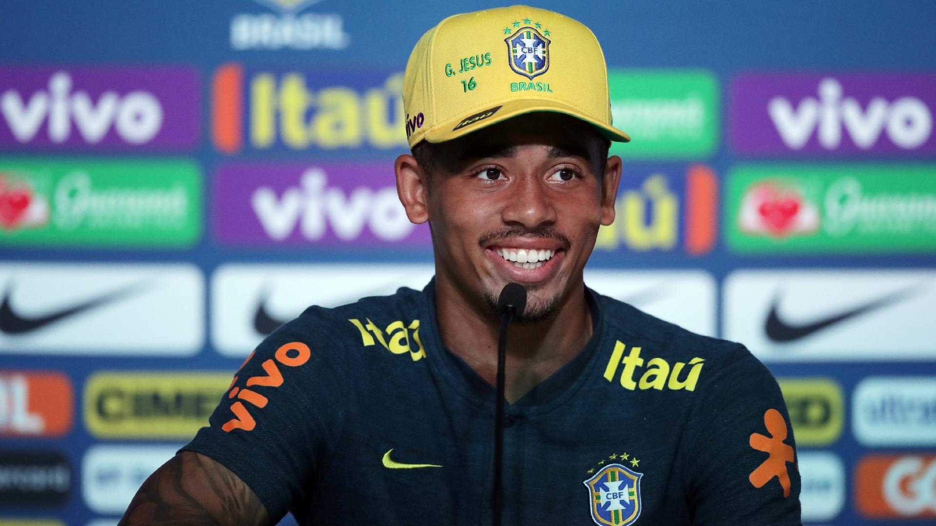 Gabriel Jesus em entrevista coletiva da seleção brasileira, em Sochi