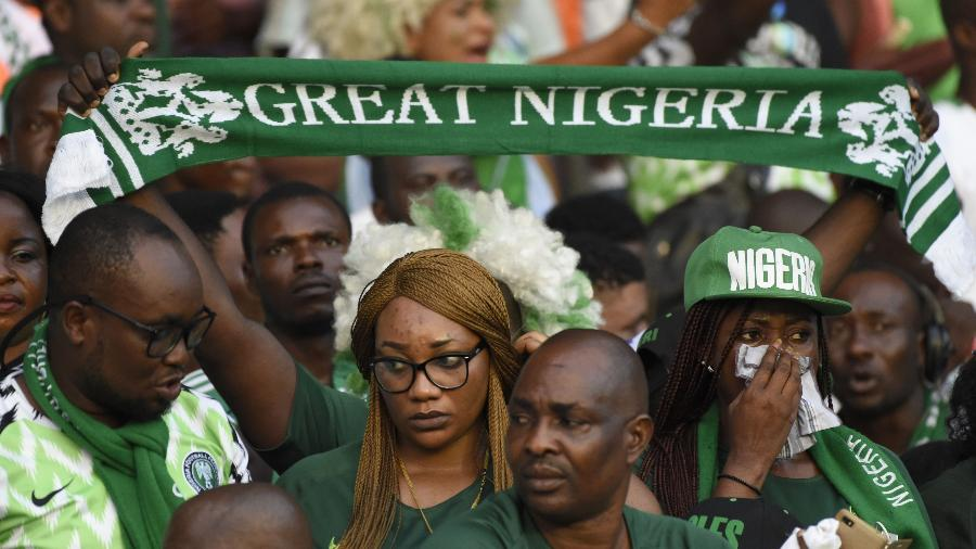 78e49a73c28fe Rússia veta tradição nigeriana de levar galinhas vivas ao estádio. AFP  Photo. Torcedores nigerianos Imagem  AFP Photo