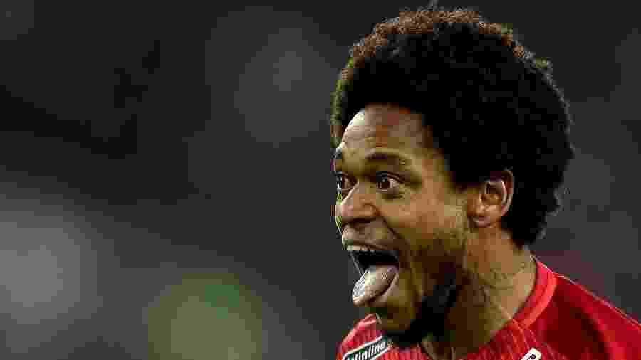 Luiz Adriano quer voltar ao Brasil e o Inter bola plano para contratar o atacante - Getty Images