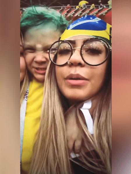 Rafaella, irmã de Neymar, assiste ao jogo contra a Sérvia ao lado de Davi Lucca - reprodução/Instagram