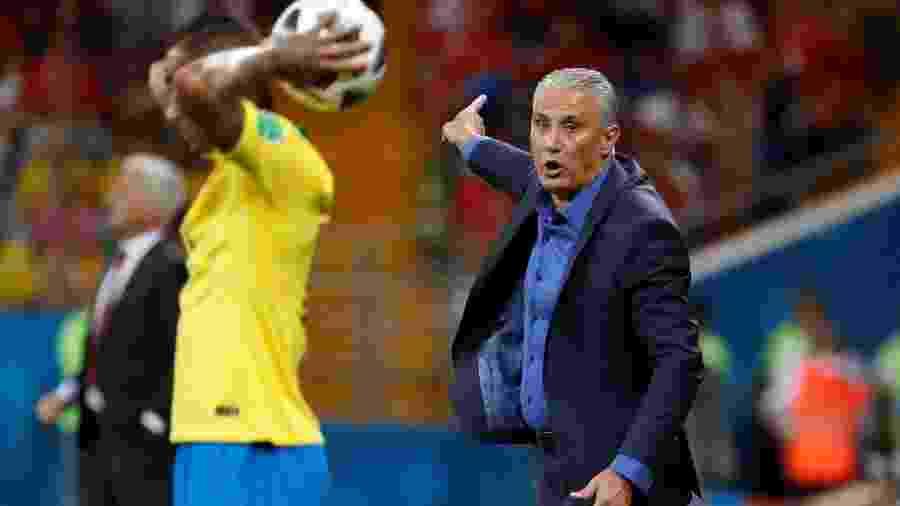 Damir Sagolj Reuters. Tite orienta seleção brasileira durante jogo contra a  Suíça pela Copa do Mundo de 2018 ... 0e29caf7a3aeb
