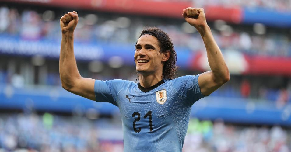 Cavani comemora gol do Uruguai contra a Rússia na Copa do Mundo