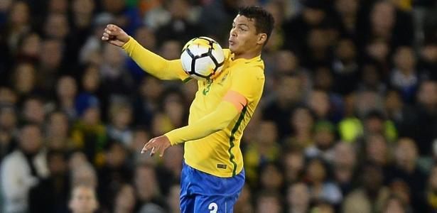 Thiago Silva, zagueiro do PSG, em ação pela seleção brasileira