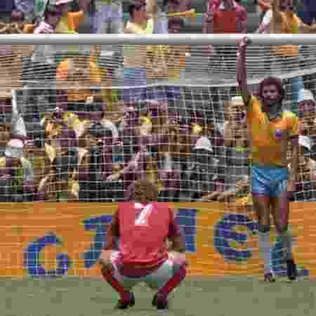 Sócrates comemora gol do Brasil contra a Polônia, na Copa do Mundo de 1986 - REUTERS/Herbert Knosowski/Landov