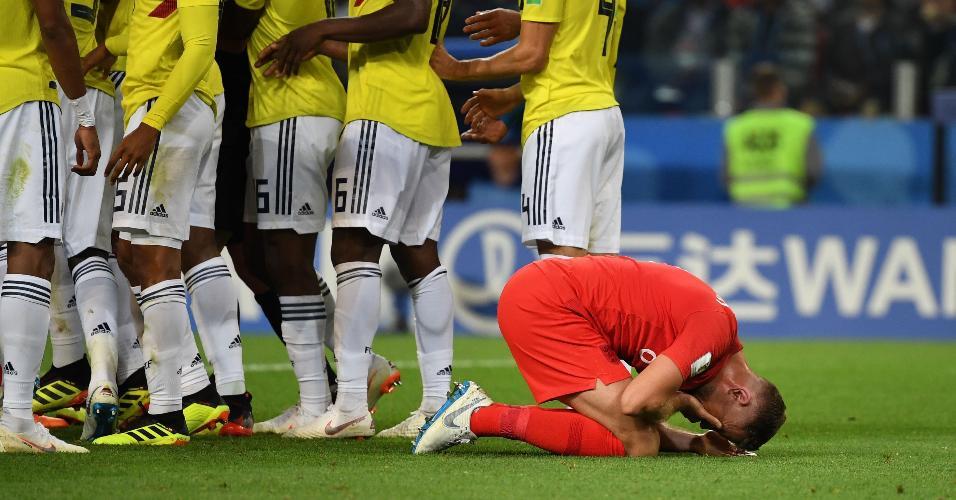 Henderson simula dor no rosto durante partida entre Inglaterra e Colômbia na Copa do Mundo