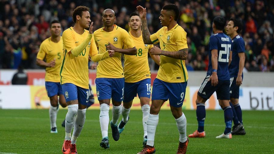 Neymar e Gabriel Jesus comemoram gol do Brasil contra o Japão - Pedro Martins / MoWA Press