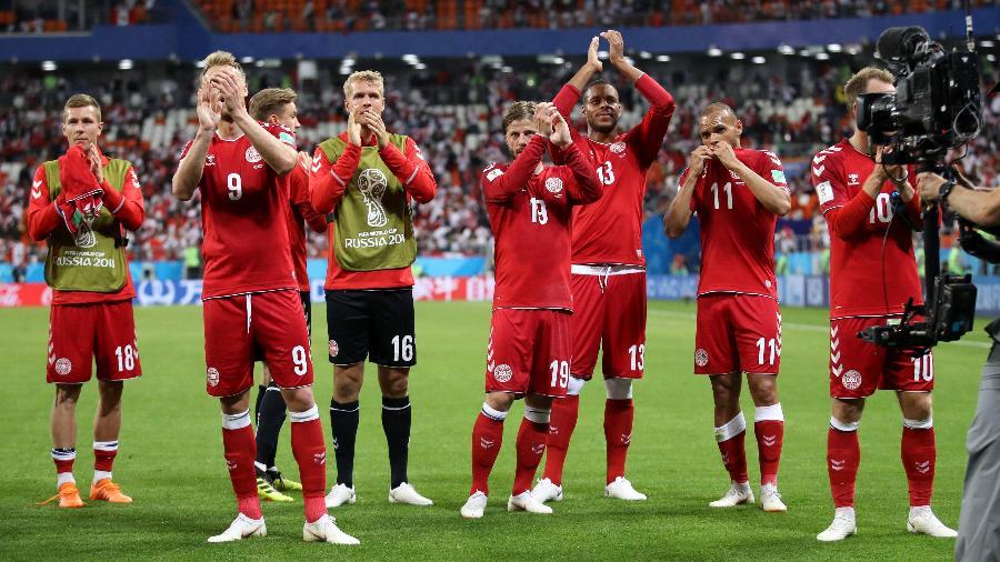 Jogadores da Dinamarca comemoram vitória sobre o Peru na Copa do Mundo - Clive Mason/Getty Images