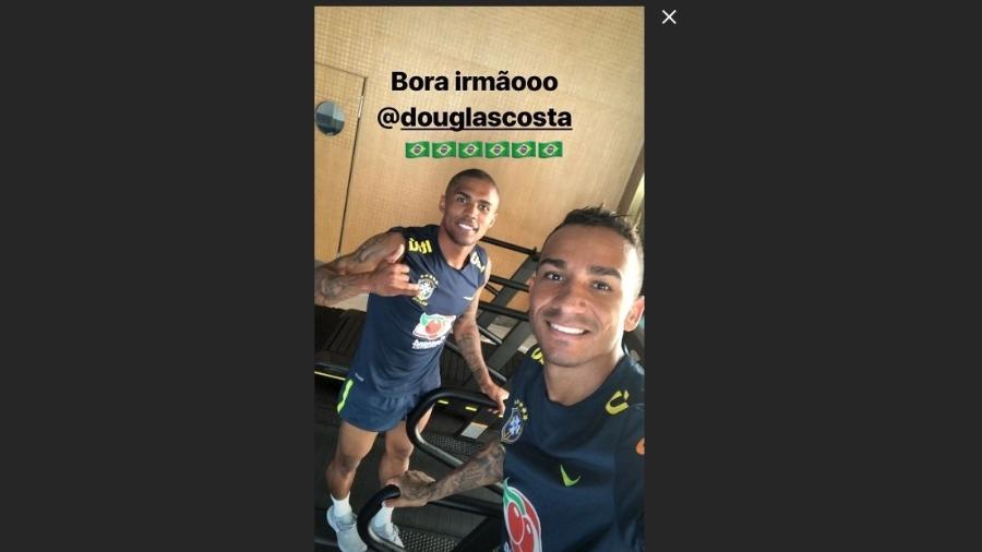 Douglas Costa e Danilo postam foto em treino de recuperação - Reprodução