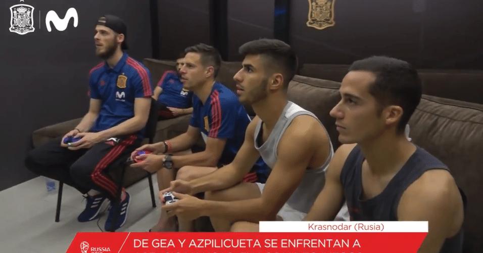 Jogadores espanhóis se preparam para as oitavas jogando Fifa