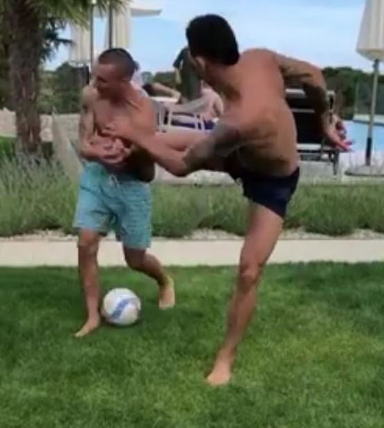 Zagueiro Lovren acerta golpe no irmão