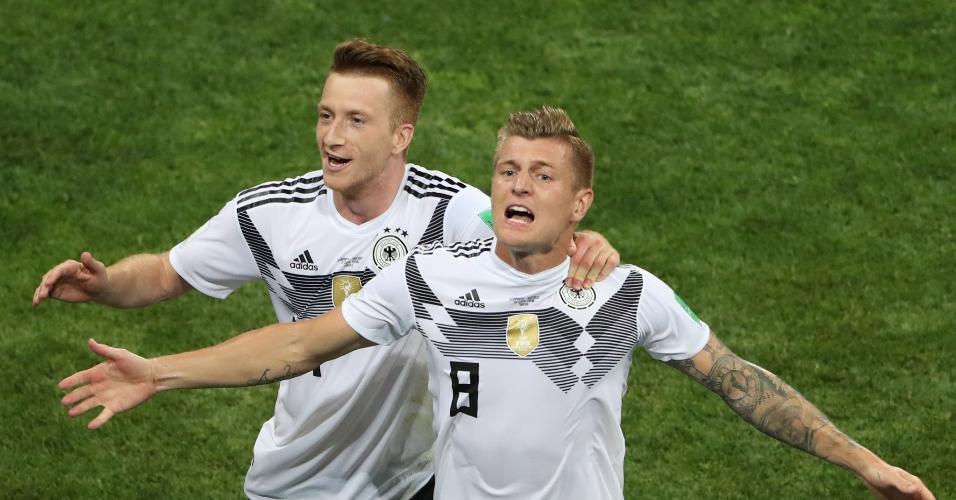 Kroos e Reus comemoram gol da Alemanha
