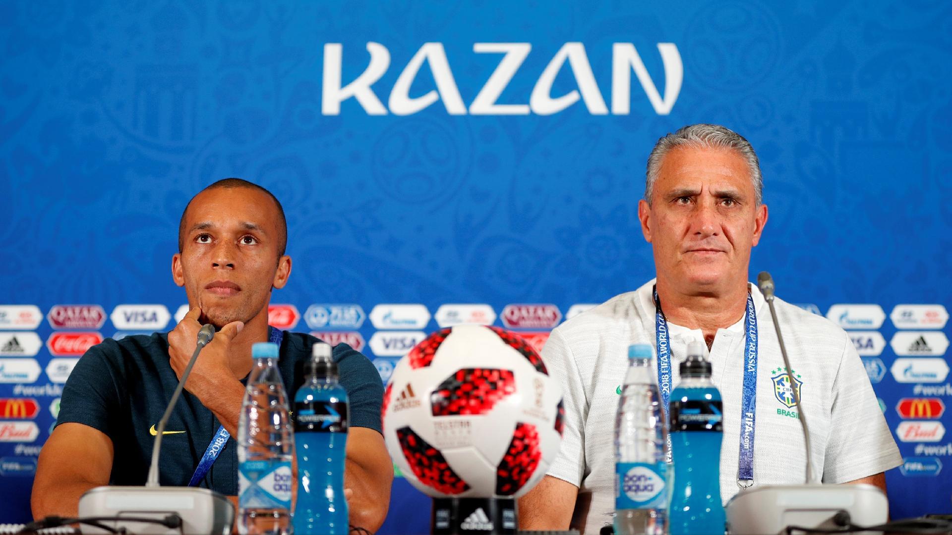 Tite e Miranda concedem entrevista coletiva no estádio de Kazan