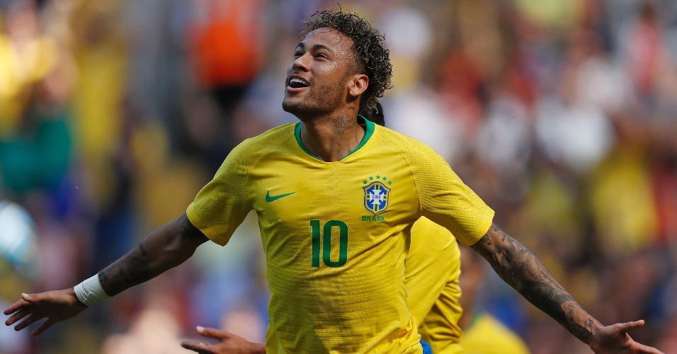 Neymar vibra com gol em retorno aos campos após lesão