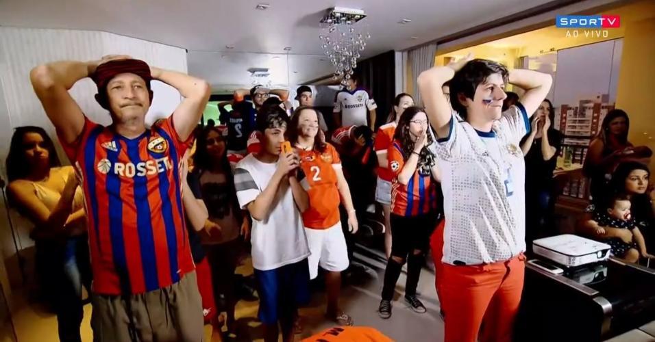 Família de Mário Fernandes acompanha o jogo com o SporTV