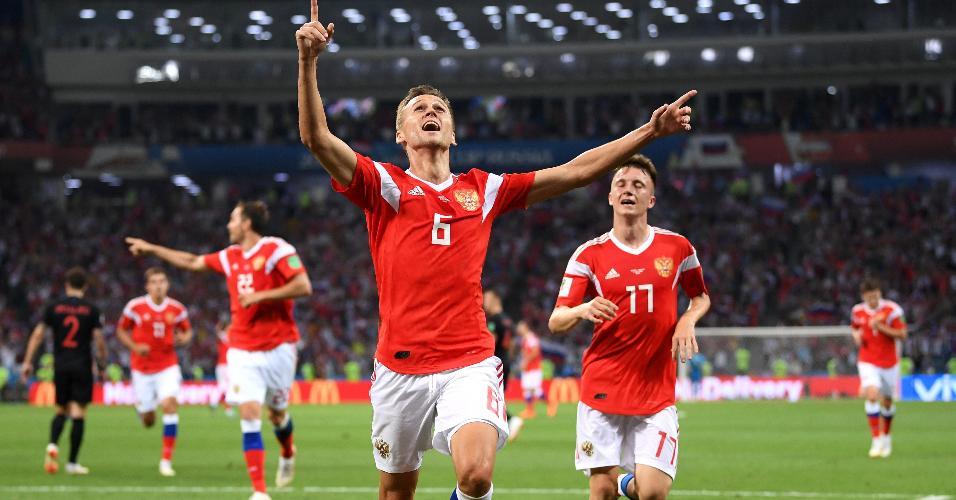 Denis Cheryshev, da Rússia, comemora depois de abrir o placar em partida contra a Croácia