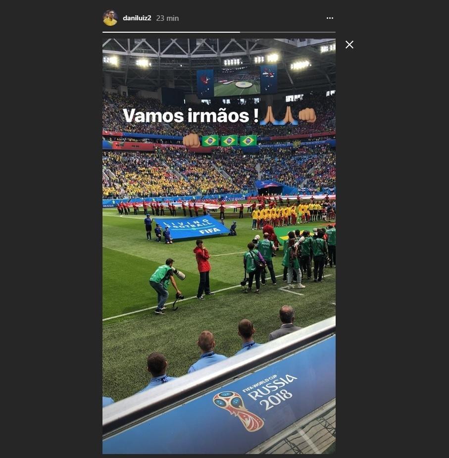 Fora do jogo por lesão, Danilo apoia jogadores da seleção: