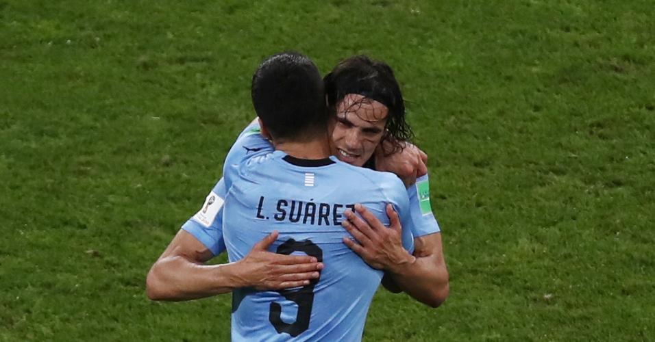 Suárez e Cavani comemoram gol do Uruguai contra Portugal