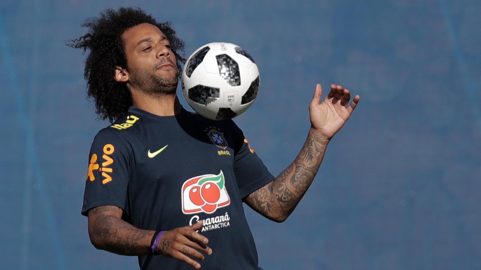 O lateral Marcelo em treino da seleção brasileira, em Sochi