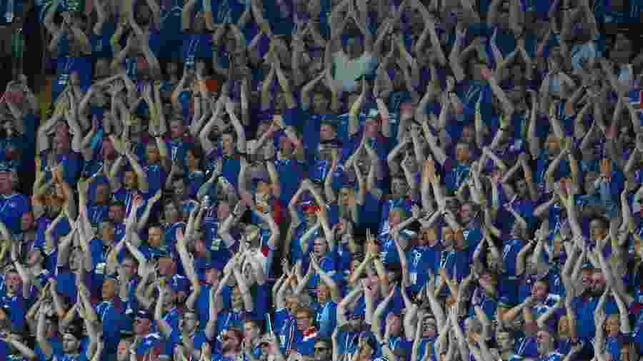 Torcida da Islândia durante partida contra a Argentina: audiência bateu recordes - Kai Pfaffenbach/Reuters