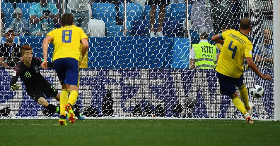 Andreas Granqvist cobra pênalti em Suécia x Coreia do Sul