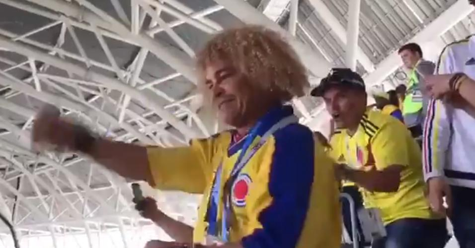 Torcedor ilustre! Valderrama comemora gol de empate da Colômbia contra o Japão