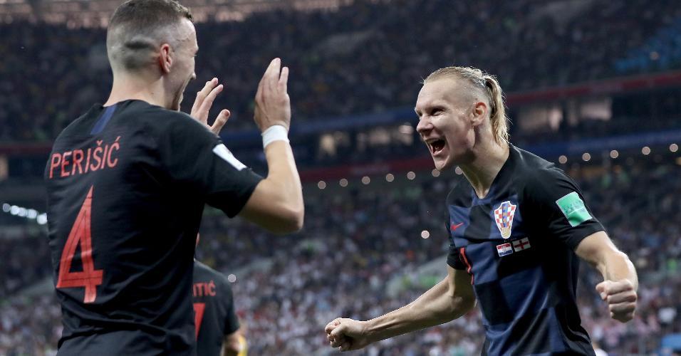 Ivan Perisic e Domagoj Vida, da Croácia, comemoram juntos gol de empate sobre a Inglaterra