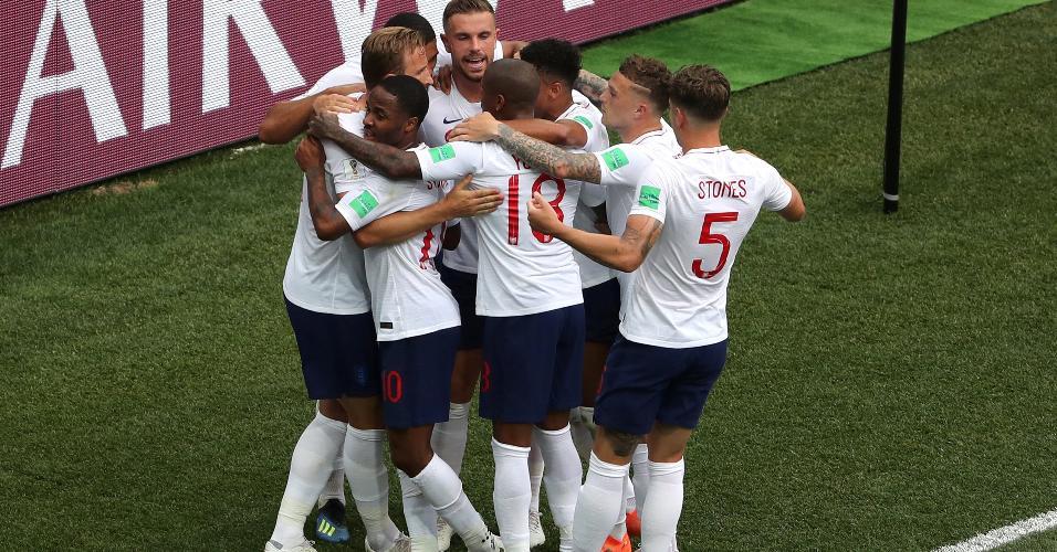 Seleção da Inglaterra comemora após marcar o quinto gol sobre o Panamá
