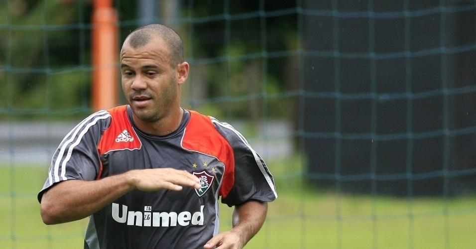 Atacante Roni em ação durante treinamento do Fluminense