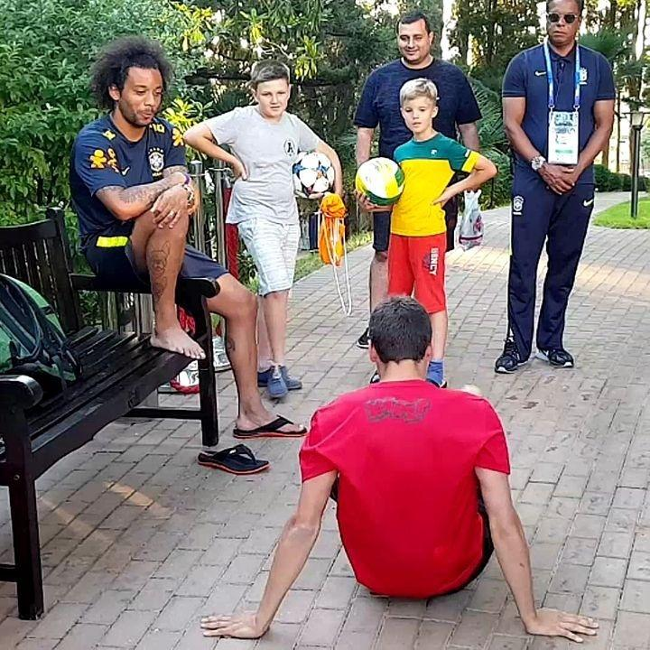 Marcelo se impressiona com truques feitos por belga com a bola