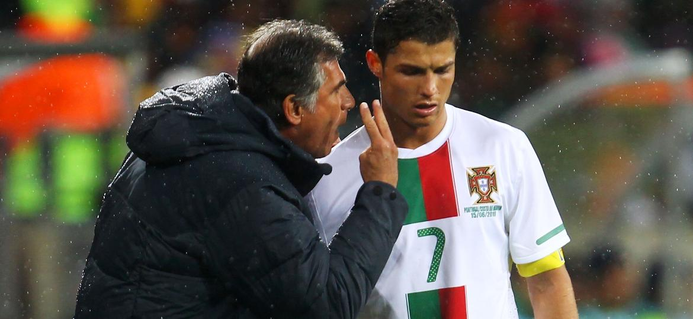 Carlos Queiroz e Cristiano Ronaldo durante jogo da Copa do Mundo de 2010 - Lars Baron/Getty Images