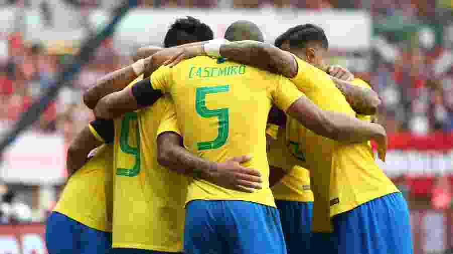 Seleção estreia na Copa de amarelo e enfrentará Costa Rica inteira ... 6f4397e95b252