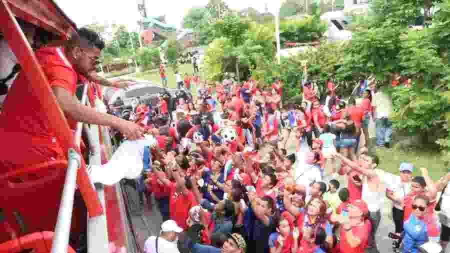 Jogadores do Panamá são recebidos com festa na volta para casa após Copa - Divulgação