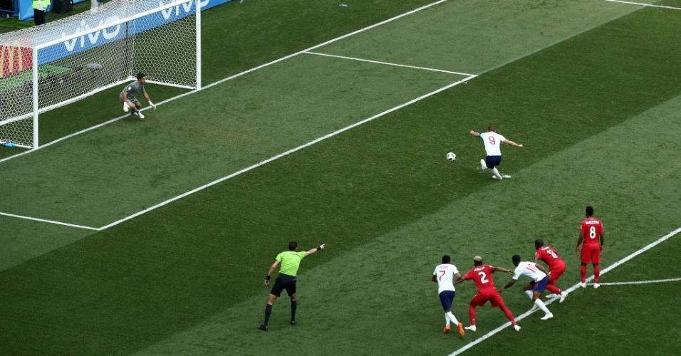Harry Kane cobra pênalti e faz o segundo gol da Inglaterra em jogo contra o Panamá