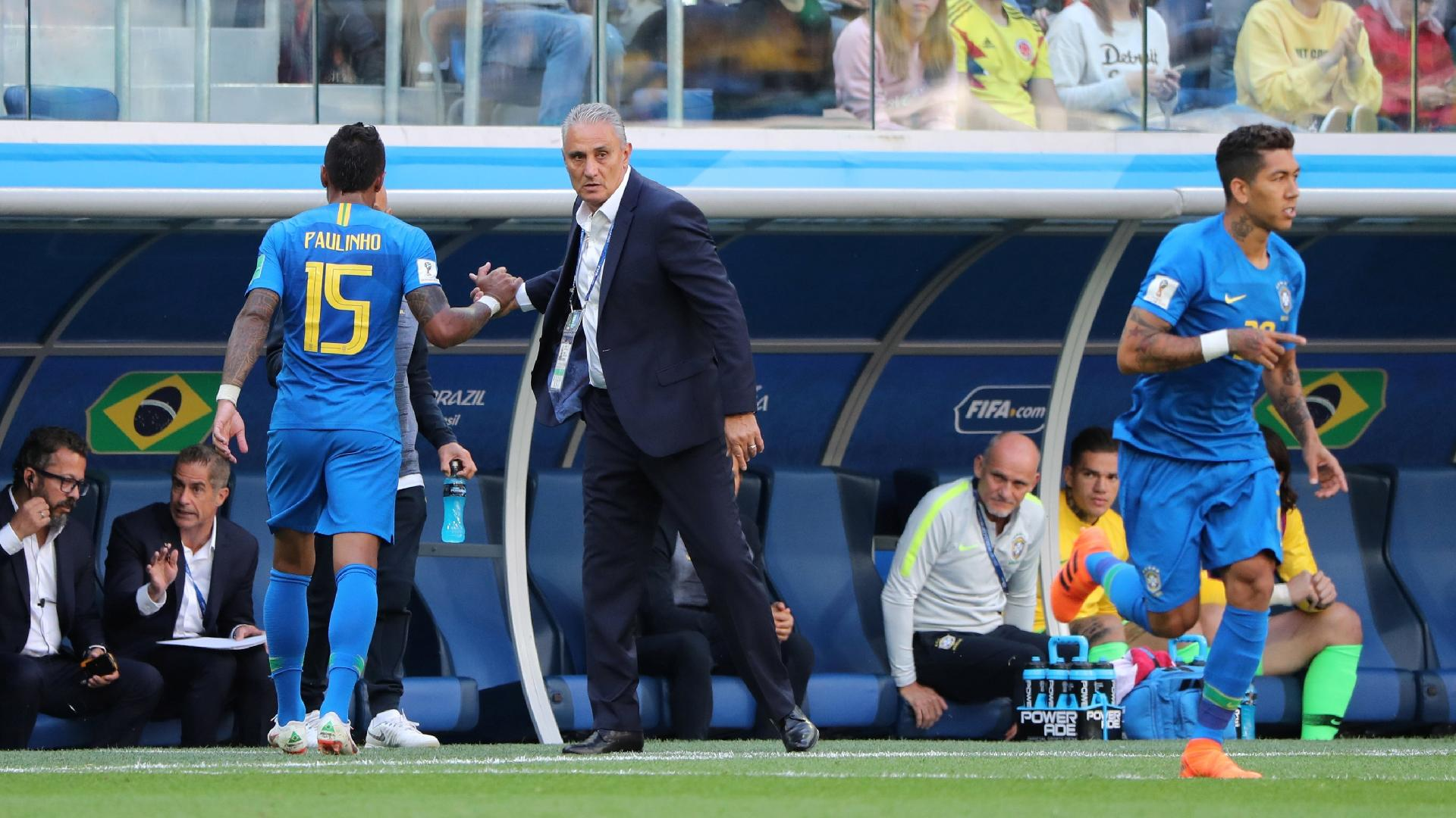 Tite substitui Paulinho por Roberto Firmino