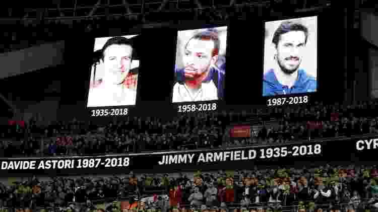 Jimmy Armfield, Cyrille Regis e Davide Astori são homenageados antes da partida entre Inglaterra e Itália - Reuters/Carl Recine - Reuters/Carl Recine