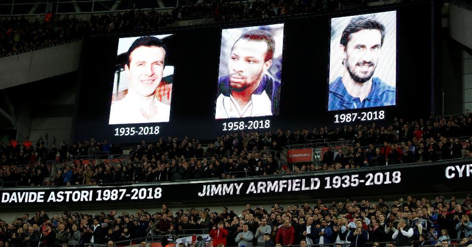 Jimmy Armfield, Cyrille Regis e Davide Astori são homenageados antes da partida entre Inglaterra e Itália