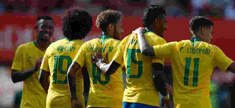 """Quarteto ofensivo com o reforço de Paulinho, o volante que joga como """"pivô"""" - Pedro Martins / MoWA Press"""