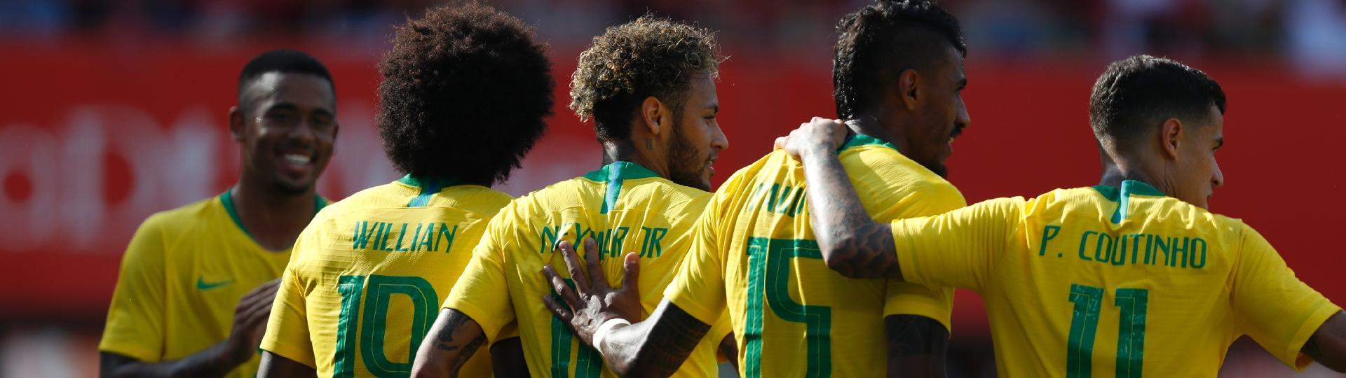 Neymar comemora gol contra a Áustria com Willian, Coutinho, Gabriel Jesus e Paulinho